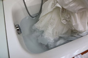 How to Clean your Wedding Dress Easily?